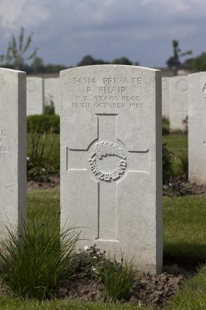 Headstone of Private Robert Phair (34914). Nine Elms British Cemetery, Poperinge, West-Vlaanderen, Belgium. New Zealand War Graves Trust (BEDA9542). CC BY-NC-ND 4.0.