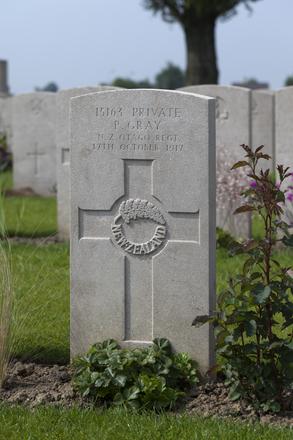 Headstone of Private Peter Gray (15163). Brandhoek New Military Cemetery No 3, Vlamertinge, Ieper, West-Vlaanderen, Belgium. New Zealand War Graves Trust (BEAN0180). CC BY-NC-ND 4.0.