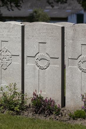 Headstone of Sapper Edwin Leonard Bowden (18752). Lijssenthoek Military Cemetery, Poperinge, West-Vlaanderen, Belgium. New Zealand War Graves Trust (BECL9843). CC BY-NC-ND 4.0.