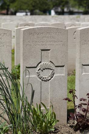 Headstone of Private Daniel Epiha (16/1509). Lijssenthoek Military Cemetery, Poperinge, West-Vlaanderen, Belgium. New Zealand War Graves Trust (BECL9741). CC BY-NC-ND 4.0.