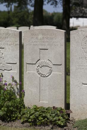Headstone of Private William Evelyn Hendrey (36811). Lijssenthoek Military Cemetery, Poperinge, West-Vlaanderen, Belgium. New Zealand War Graves Trust (BECL9880). CC BY-NC-ND 4.0.