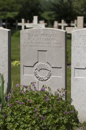 Headstone of Private Charles George Sparrow (39426). Lijssenthoek Military Cemetery, Poperinge, West-Vlaanderen, Belgium. New Zealand War Graves Trust (BECL9962). CC BY-NC-ND 4.0.