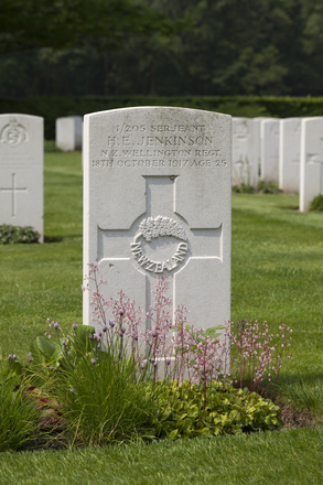 Headstone of Sergeant Horace Edward Jenkinson (1/205). Dozinghem Military Cemetery, Poperinge, West-Vlaanderen, Belgium. New Zealand War Graves Trust (BEBC0208). CC BY-NC-ND 4.0.