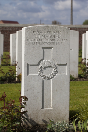 Headstone of Private Daniel Thomas Maguire (12/1704). Dochy Farm New British Cemetery, Langemark-Poelkapelle, West-Vlaanderen, Belgium. New Zealand War Graves Trust (BEBB9038). CC BY-NC-ND 4.0.