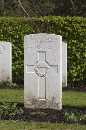 Headstone of 2nd Corporal James Francis Byrne (10/3210). Strand Military Cemetery, Comines-Warneton, Hainaut, Belgium. New Zealand War Graves Trust (BEEB7243). CC BY-NC-ND 4.0.