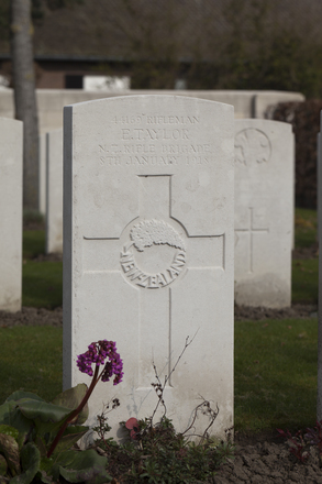 Headstone of Rifleman Ewen Taylor (44169). Oxford Road Cemetery, Ieper, West-Vlaanderen, Belgium. New Zealand War Graves Trust (BEDE6141). CC BY-NC-ND 4.0.