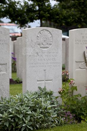 Headstone of Private James Charles Edmond (2867A). Birr Cross Roads Cemetery, Ieper, West-Vlaanderen, Belgium. New Zealand War Graves Trust (BEAM2249). CC BY-NC-ND 4.0.