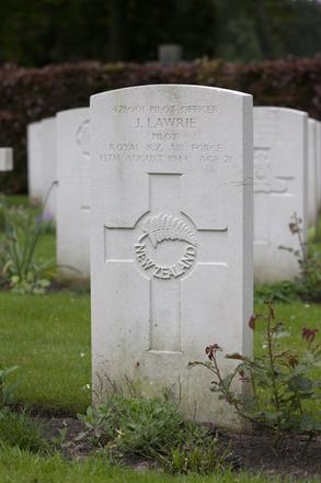 Headstone of Pilot Officer John Lawrie (428001). Schoonselhof Cemetery, Antwerp, Belgium. New Zealand War Graves Trust (BEDV9431). CC BY-NC-ND 4.0.