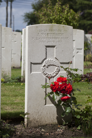 Headstone of Corporal Roy Howard Woollams (29533). Perth Cemetery (China Wall), Ieper, West-Vlaanderen, Belgium. New Zealand War Graves Trust (BEDG2128). CC BY-NC-ND 4.0.