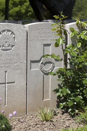 Headstone of Lance Corporal Francis Brogan (24/1602). Lijssenthoek Military Cemetery, Poperinge, West-Vlaanderen, Belgium. New Zealand War Graves Trust (BECL0120). CC BY-NC-ND 4.0.