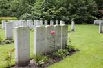 Headstone of Rifleman Robert Mawhinney (23/498). Ploegsteert Wood Military Cemetery, Comines-Warneton, Hainaut, Belgium. New Zealand War Graves Trust (BEDI1534). CC BY-NC-ND 4.0.