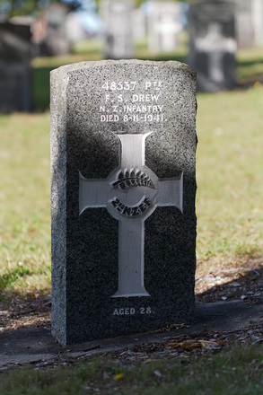 Photograph of Private Frank Sidney Drew's headstone. Image kindly provided by Margaret (September 2019). Image may be subject to copyright restrictions.
