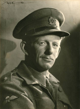 Portrait of Captain Donald Stott, D.S.O., of Birkenhead, taken some time between 1943-45. Auckland Libraries Heritage Collections, T7559. Image has no known copyright restrictions.