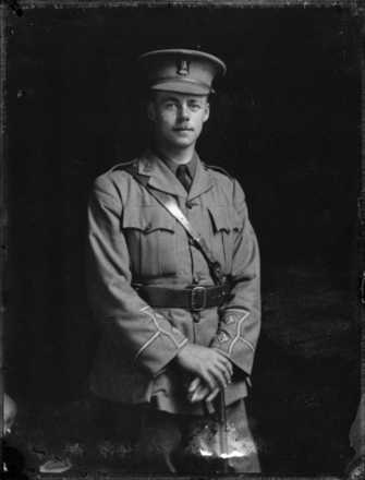 Portrait of Lindsay Merritt Inglis, taken by S P Andrew Ltd, c.27 October 1915. Alexander Turnbull Library, Wellington, 1/1-014100-G. Image is subject to copyright restrictions.