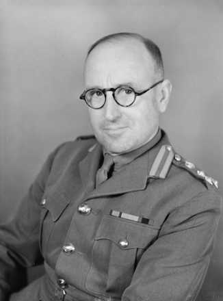 Portrait of Major General Sir William Gentry, c.1950s. Photographer unknown. Alexander Turnbull Library, Wellington, 1/1-012837-F. Image is subject to copyright restrictions.