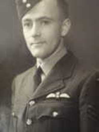 Portrait of Leonard Anscombe, Royal New Zealand Air Force. Image kindly provided by Lyn Davey (January 2020). Image has no known copyright restrictions.