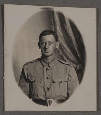 Photography of Maurice Davis, 26th Mounted Rifles. Image kindly provided by Judith Olsen (June 2015). Image has no known copyright restrictions.
