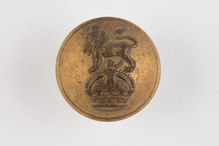 button, regimental, 2019.62.248, Photographed 22 Jan 2020, © Auckland Museum CC BY