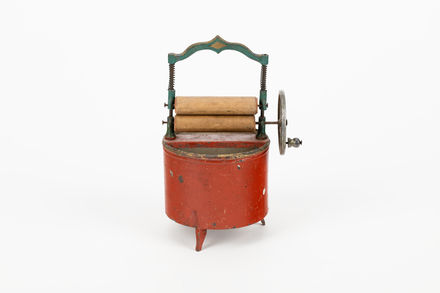 washing machine, toy, 1990.255, M2564, 1735, Photographed 10 Feb 2020, © Auckland Museum CC BY