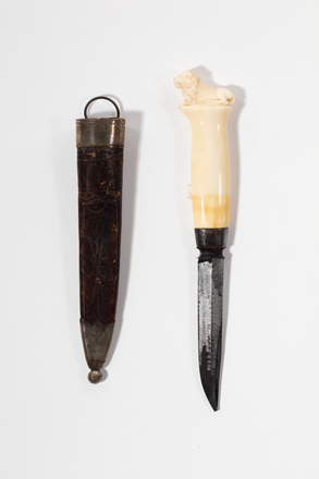 tolle knife in sheath, 1932.233, 732, 17633, M278, Photographed by Jennifer Carol, digital, 19 Mar 2020, © Auckland Museum CC BY