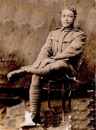 Portrait of Lance Corporal Paku Kea (Ngapaku Kea). Image courtesy of Bobby Nicholas, Paula Paniani and Cate Walker, Cook Islands WW1 NZEF ANZAC Soldiers Research Project. Image is subject to copyright restrictions.