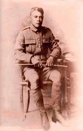 Portrait of Private Tutai Pora. Image courtesy of Bobby Nicholas, Paula Paniani and Cate Walker, Cook Islands WW1 NZEF ANZAC Soldiers Research Project. Image is subject to copyright restrictions.