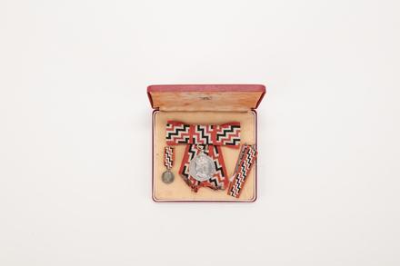 medal, Service, QSM / 2019.29.1 / © Auckland Museum CC BY