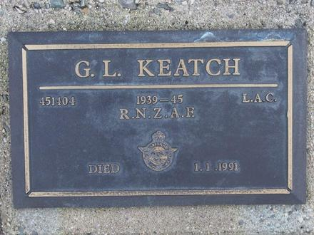 Gravestone of Leading Aircraftman Graham Leslie Keatch, Orowaiti Cemetery, Westport. Image kindly provided by John Forrest (July 2020).