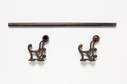 towel rail with brackets, 1995x2.421, © Auckland Museum CC BY