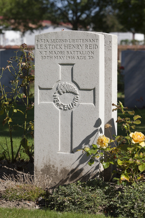 Headstone of Second Lieutenant Lestock Henry Reid (4/52A). Cite Bonjean Military Cemetery, France. New Zealand War Graves Trust (FREB7640). CC BY-NC-ND 4.0.