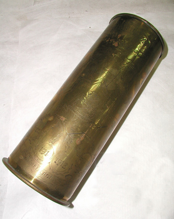 decorated brass shell case : Ypres - Somme,1914-1918, WW1 [1995x2.72.1]
