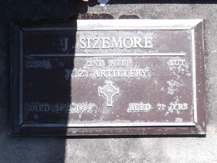 Headstone of Sgt James SIZEMORE 26200. Andersons Bay RSA Cemetery, Dunedin City Council, Block 2A36. Image kindly provided by Allan Steel CC-BY 4.0.