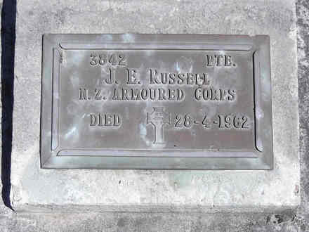 Headstone of Pte John Edward RUSSELL 3842. Andersons Bay RSA Cemetery, Dunedin City Council, Block 29S11. Image kindly provided by Allan Steel CC-BY 4.0.