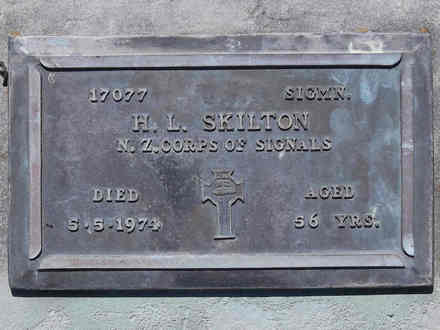 Headstone of Sigmn Herbert Leslie Dimmick SKILTON 17077. Andersons Bay RSA Cemetery, Dunedin City Council, Block 2SC, Plot 22. Image kindly provided by Allan Steel CC-BY 4.0.
