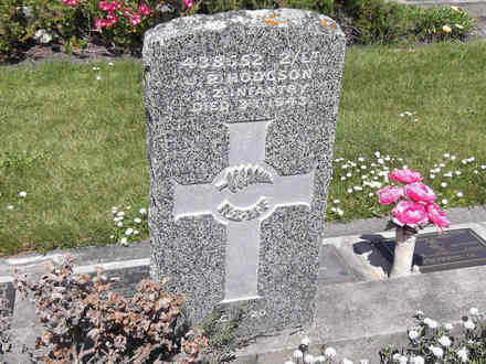 Headstone of 2nd Lieut James Robert HODGSON 438552. Andersons Bay RSA Cemetery, Dunedin City Council, Block 2SF, Plot 13. Image kindly provided by Allan Steel CC-BY 4.0.