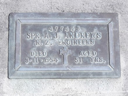 Headstone of Spr Albert James ANDREWS 477448. Andersons Bay RSA Cemetery, Dunedin City Council, Block 42S7. Image kindly provided by Allan Steel CC-BY 4.0.