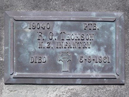 Headstone of Pte Francis George THOMSON 19040. Andersons Bay RSA Cemetery, Dunedin City Council, Block 45S, Plot 132. Image kindly provided by Allan Steel CC-BY 4.0.