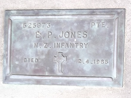 Headstone of Pte Eric Patrick JONES 525873. Andersons Bay RSA Cemetery, Dunedin City Council, Block 45S, Plot 219. Image kindly provided by Allan Steel CC-BY 4.0.
