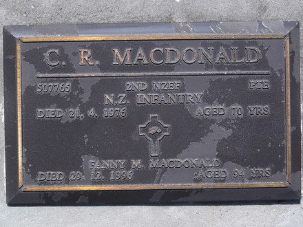 Headstone of Pte Christopher Ronald MACDONALD 507765. Andersons Bay RSA Cemetery, Dunedin City Council, Block 5SC22. Image kindly provided by Allan Steel CC-BY 4.0.