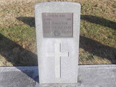 Headstone of Tpr Daniel Rankin HAMILTON 17405. Andersons Bay RSA Cemetery, Dunedin City Council, Block 70AS19. Image kindly provided by Allan Steel CC-BY 4.0.