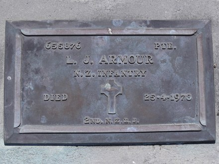 Headstone of Pte Logan James ARMOUR 655876. Andersons Bay RSA Cemetery, Dunedin City Council, Block 7SC16. Image kindly provided by Allan Steel CC-BY 4.0.
