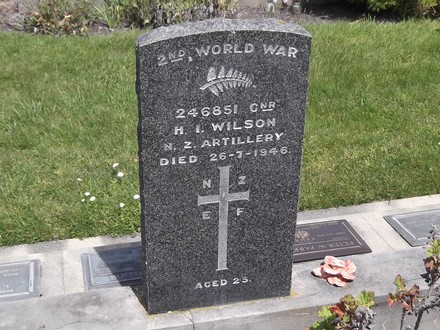 Headstone of Gnr Harvey Ian WILSON 246851. Andersons Bay RSA Cemetery, Dunedin City Council, Block 7SF7. Image kindly provided by Allan Steel CC-BY 4.0.