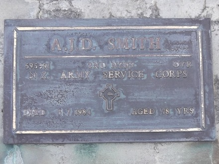 Headstone of Dvr Albert John Daniel SMITH 595591. Andersons Bay RSA Cemetery, Dunedin City Council, Block 01SF, Plot 14. Image kindly provided by Allan Steel CC-BY 4.0.
