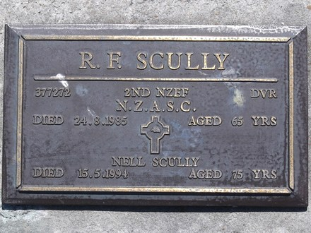 Headstone of Dvr Raymond Francis SCULLY 377272. Andersons Bay RSA Cemetery, Dunedin City Council, Block 14SC18. Image kindly provided by Allan Steel CC-BY 4.0.