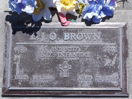 Headstone of Sgt Ernest John Osborne BROWN 8509. Andersons Bay RSA Cemetery, Dunedin City Council, Block 15SC, Plot 12. Image kindly provided by Allan Steel CC-BY 4.0.