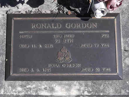 Headstone of Pte Ronald GORDON 444619. Greenpark RSA Cemetery, Dunedin City Council, Block 1A214. Image kindly provided by Allan Steel CC-BY 4.0.