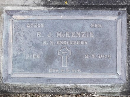 Headstone of Spr Roderick James MCKENZIE 27213. Greenpark General Cemetery, Dunedin City Council, Block 3, Plot 11. Image kindly provided by Allan Steel CC-BY 4.0.
