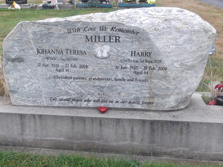 Headstone of Dvr Harry MILLER 82744. Greenpark General Cemetery, Dunedin City Council, Block 127, Plot 1. Image kindly provided by Allan Steel CC-BY 4.0.