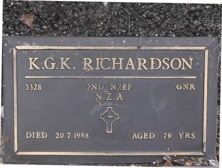 Headstone of Gnr Keith Gordon Kerr RICHARDSON 3328. Green Island Cemetery, Dunedin City Council, Block II, Plot 43. Image kindly provided by Allan Steel CC-BY 4.0.