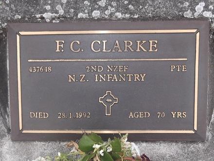 Headstone of Pte Francis Clarke CLARKE 437648. Green Island Cemetery, Dunedin City Council, Block III117. Image kindly provided by Allan Steel CC-BY 4.0.